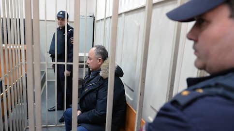 К экс-главе «Дальспецстроя» пришли за торговым центром  / Генпрокуратура требует изъять имущество у Юрия Хризмана