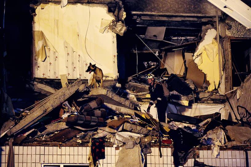 21 августа. Ярославль, Россия. Последствия взрыва бытового газа в жилом доме