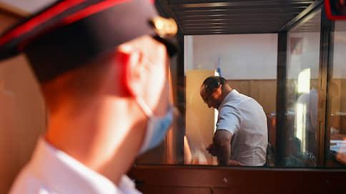 Следователя вписали в дружный коллектив сутенеров // Сотрудник СКР арестован за попытку освободить фигуранта скандального расследования