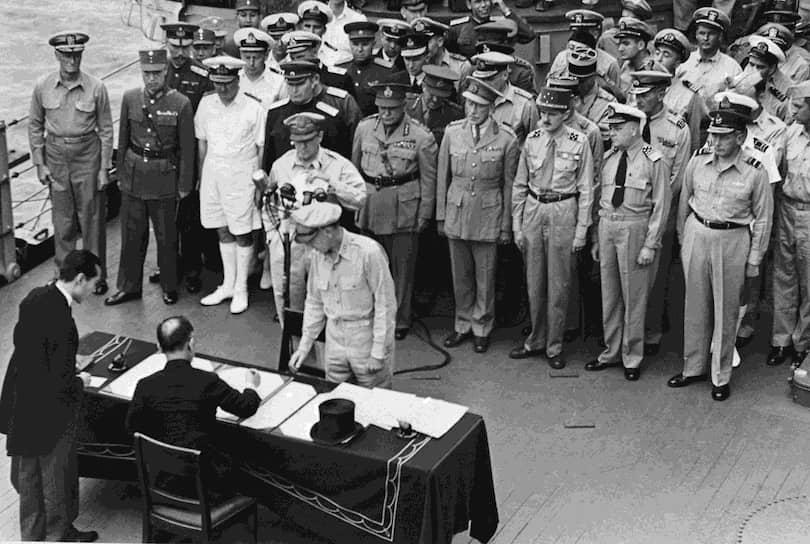 2 сентября 1945 года в Токийском заливе на борту линкора ВМС США «Миссури» был подписан Акт о капитуляции Японии, который поставил точку во Второй мировой войне. Безвозвратные потери СССР в ходе Маньчжурской операции составили около 12 тыс. человек, Японии — порядка 100 тыс.