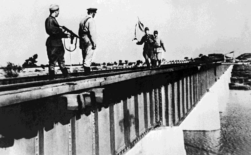 В свою очередь из Приморья выступил 1-й Дальневосточный фронт. Его войска отразили в районе Муданьцзяна сильные контрудары японских войск