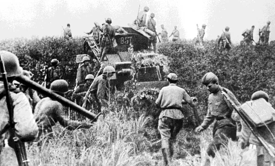 К этому времени северо-восточные территории Китая были оккупированы Квантунской армией под командованием японского генерала Ямады Отодзо. Ему также подчинялись марионеточные государства Маньчжоу-го и Мэнцзян. Общая численность войск составляла около 1,4 млн человек