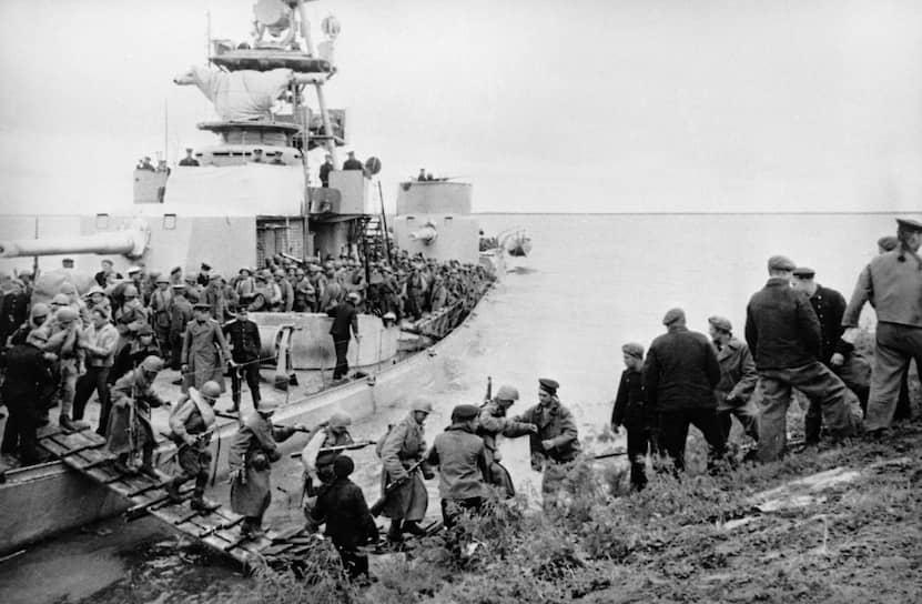В течение августа Тихоокеанскому флоту удалось перерезать коммуникации, связывавшие Корею и Маньчжурию с Японией, и нанести удары по японским военно-морским базам в северной Корее