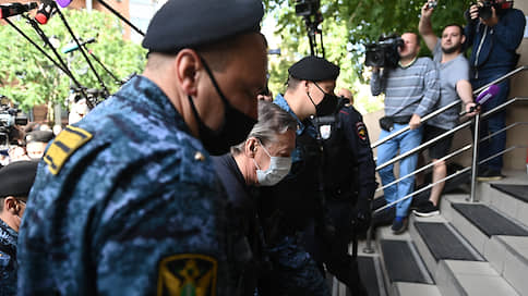 Михаил Ефремов вспомнил ДТП  / Признавшего вину актера просят приговорить к 11 годам заключения