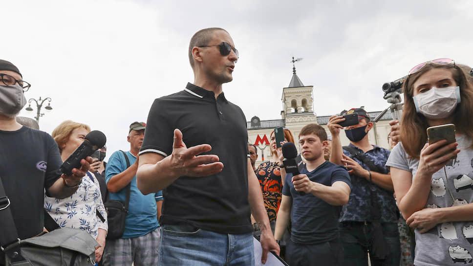 Лидер «Левого фронта» Сергей Удальцов (в центре)