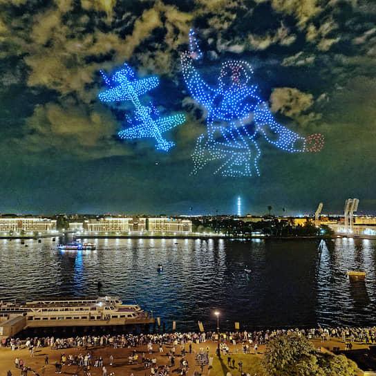 Санкт-Петербург. Шоу квадрокоптеров «Мирное небо: рекорд-шоу дронов», приуроченное к 75-летию окончания Второй мировой войны
