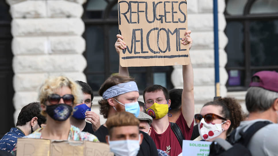 Акция сторонников приема беженцев