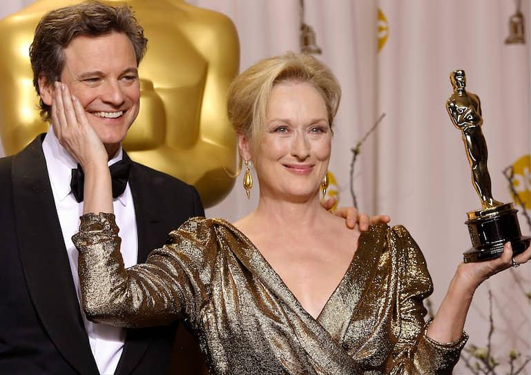 Колин Ферт вручает награду Мерил Стрип за лучшую женскую роль в фильме «Железная леди» в 2012 году