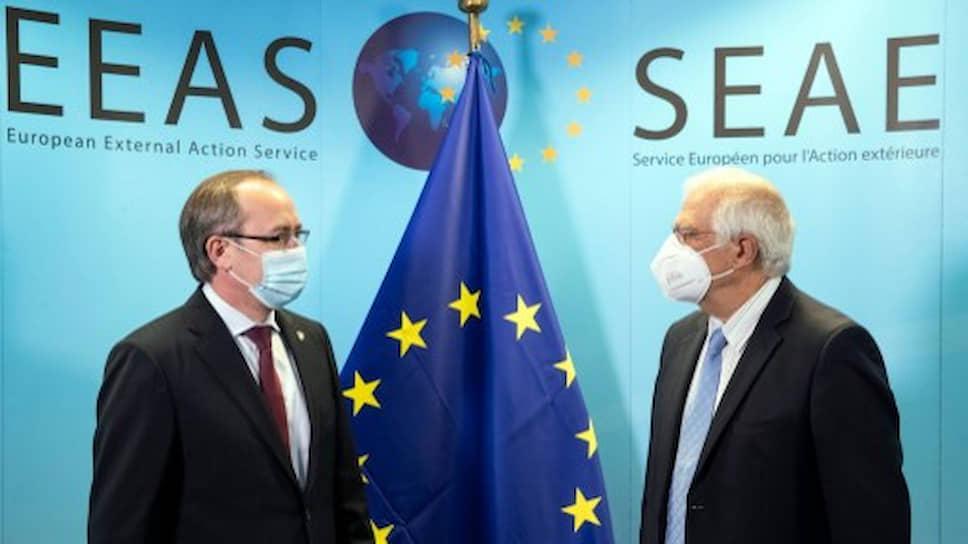 Премьер Косово Авдулах Хоти и глава внешней политики ЕС Жозеп Боррель