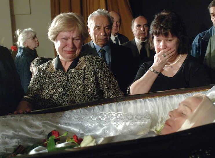 8 апреля 2008 года после продолжительной болезни Надежда Румянцева скончалась в Москве. Народная артистка похоронена на Армянском Ваганьковском кладбище