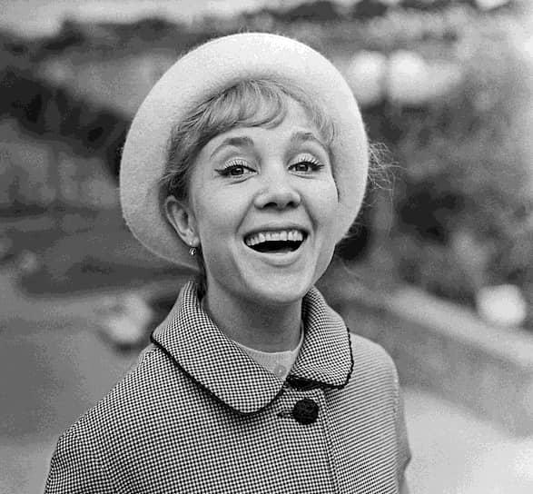 В конце 1960-х годов актриса на длительное время перестала сниматься в кино, так как жила за границей, сопровождая в зарубежных командировках своего мужа, дипломата Вилли Хштояна