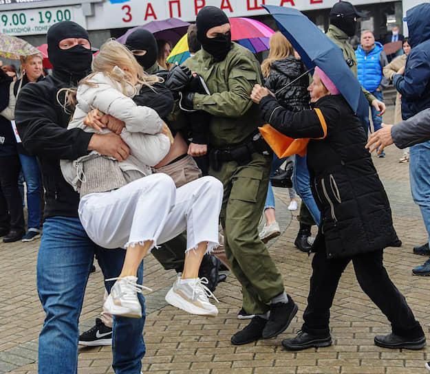 Задержания на митинге в поддержку оппозиционерки Марии Колесниковой в Минске 8 сентября