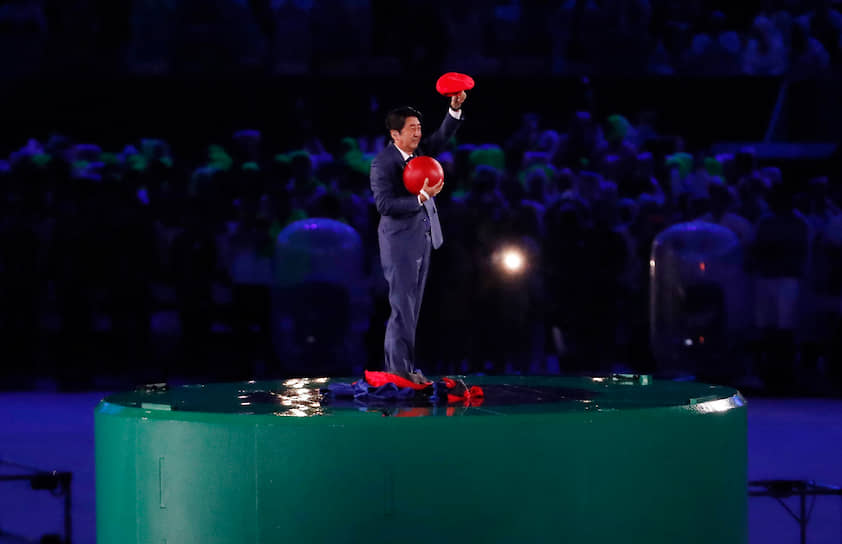 В 2016 году в Бразилии японский премьер-министр Синдзо Абэ (на фото) появился в образе Марио на церемонии закрытия Олимпийских игр, принимая эстафету (Игры 2020 года должны были пройти в Токио)