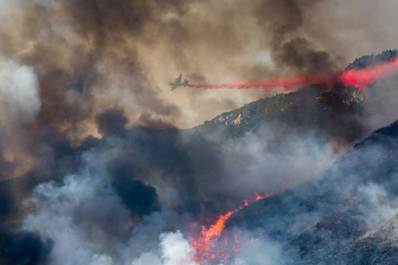 Тушение пожаров в Калифорнии с самолета