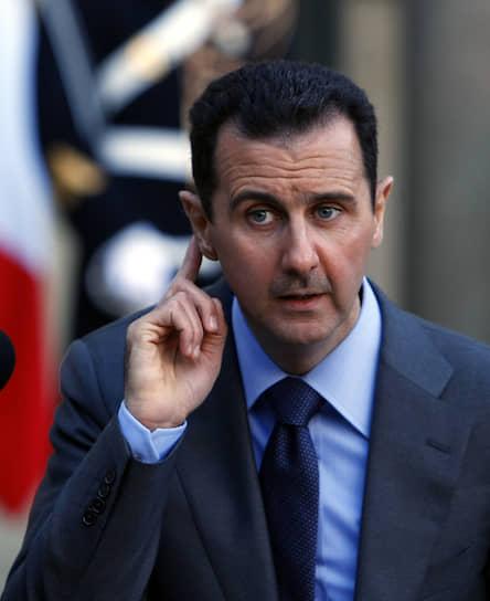 В первые годы у власти Башар Асад провел ряд либеральных реформ: выпустил из тюрем несколько сотен политзаключенных, санкционировал появление независимой прессы, негосударственных университетов, НКО, частных банков и фондового рынка. В 2003 году на выборах в парламент впервые прошли независимые кандидаты