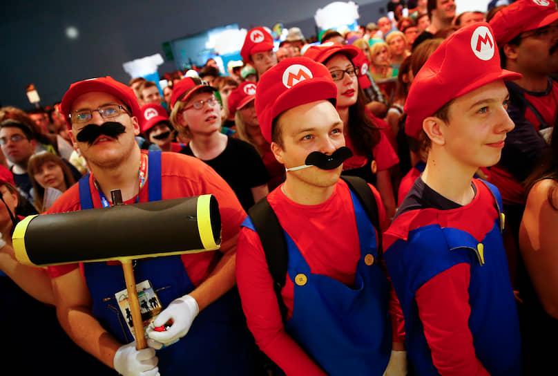 В основной серии на данный момент вышло свыше 20 игр, последняя — Super Mario Maker 2, была выпущена в июне 2019 года на приставке Nintendo Switch <br> На фото: празднование юбилея игры Super Mario в немецком Кельне