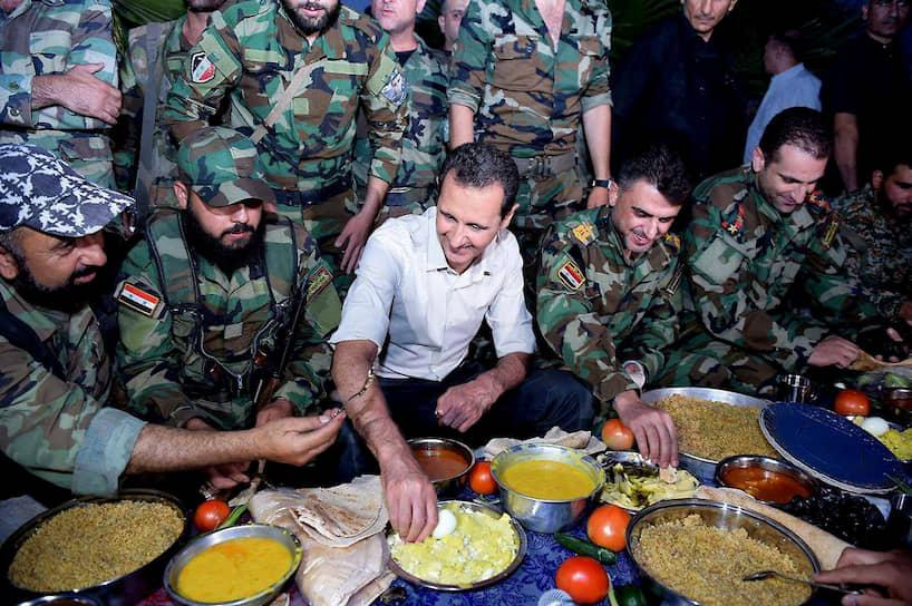 В настоящее время сирийская армия и другие лояльные Башару Асаду проправительственные силы контролируют более 70% Сирии, остальная территория остается под контролем вооруженной оппозиции, курдских формирований, а также различных террористических группировок