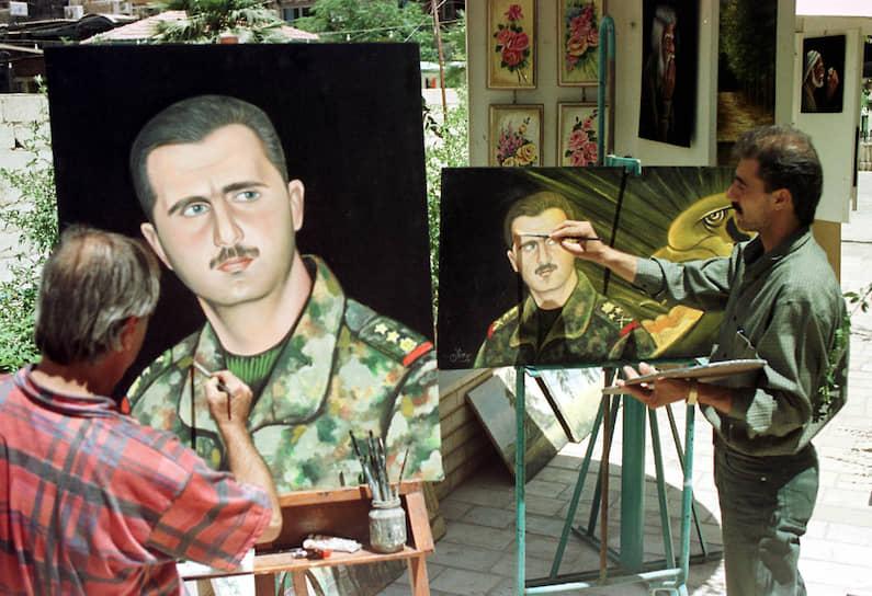 В 1994 году Башар Асад был зачислен в республиканскую гвардию в звании капитана, в экстренном порядке получил военное образование. В 1995 году ему присвоено звание майора, в 1997-м — подполковника, в 1999-м — полковника
