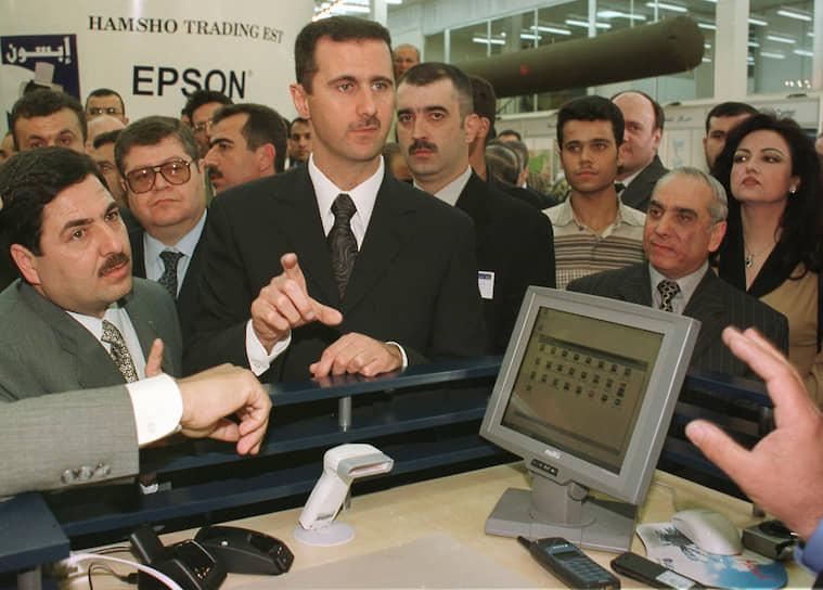 В 1990-х Башар Асад назначался отцом на различные посты для приобретения опыта: был главой Сирийского компьютерного общества, руководил бронетанковыми войсками страны, возглавлял кампанию по искоренению коррупции, отвечал за стратегически важное для Сирии ливанское направление внешней политики