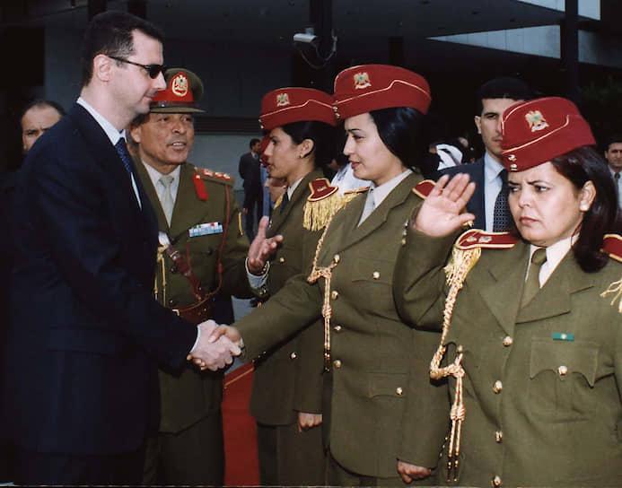 В день смерти отца, 10 июня 2000 года, Башар Асад был единогласно избран сирийским парламентом новым президентом страны с присвоением звания генерал-лейтенанта и назначением верховным главнокомандующим. Правящая партия «Баас» выбрала его своим лидером