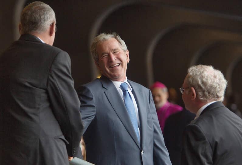 43-й президент США Джордж Буш-младший в 2008 году в интервью ABC рассказал, что победил вредную привычку: «Я не был ползающим на коленях пьяницей, но это было соревнование, и в конце концов я решил, что оно того не стоит. Это было непросто, но я бросил пить. Благодаря этому я стал лучше»