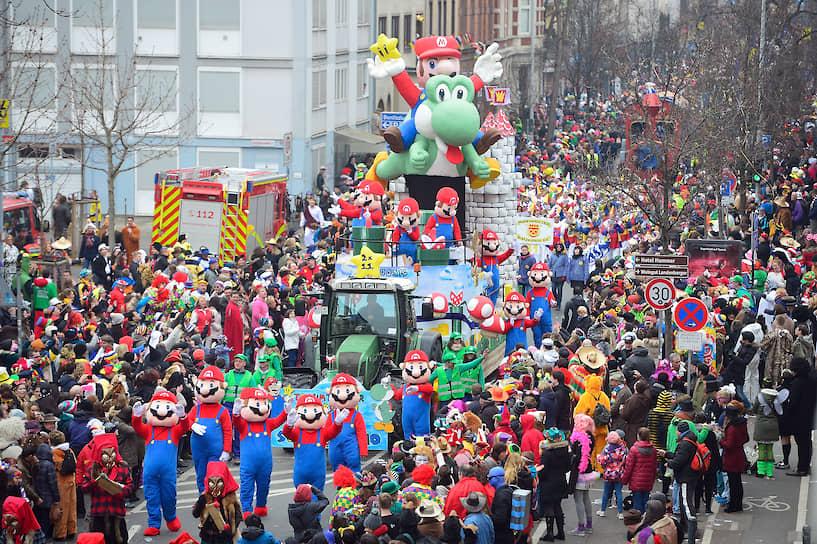 Медиафраншиза с Марио собрала во всем мире свыше $38 млрд — это девятый результат среди всех популярных франшиз<br> На фото: участники карнавала в немецком Майнце