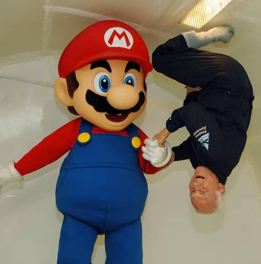 Всего Марио стал героем более 250 различных игр и серий<br> На фото: Марио в невесомости с астронавтом Баззом Олдрином