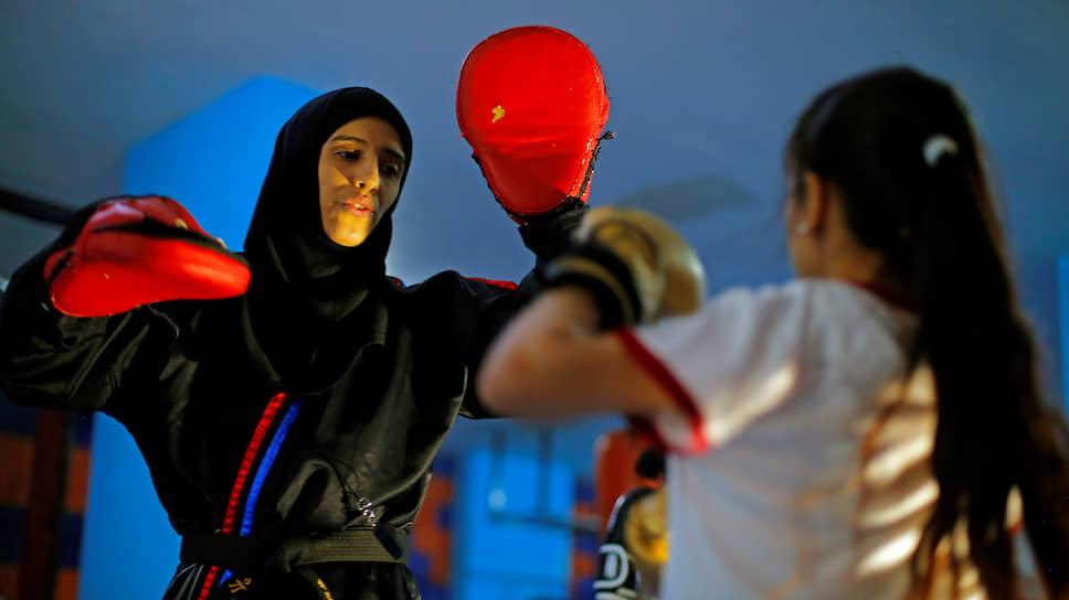 Сана, Йемен. Женщины на боксерской тренировке
