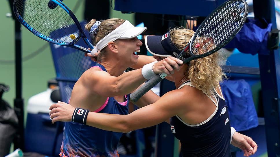 Теннисистки Вера Звонарева (слева) и Лаура Зигемунд