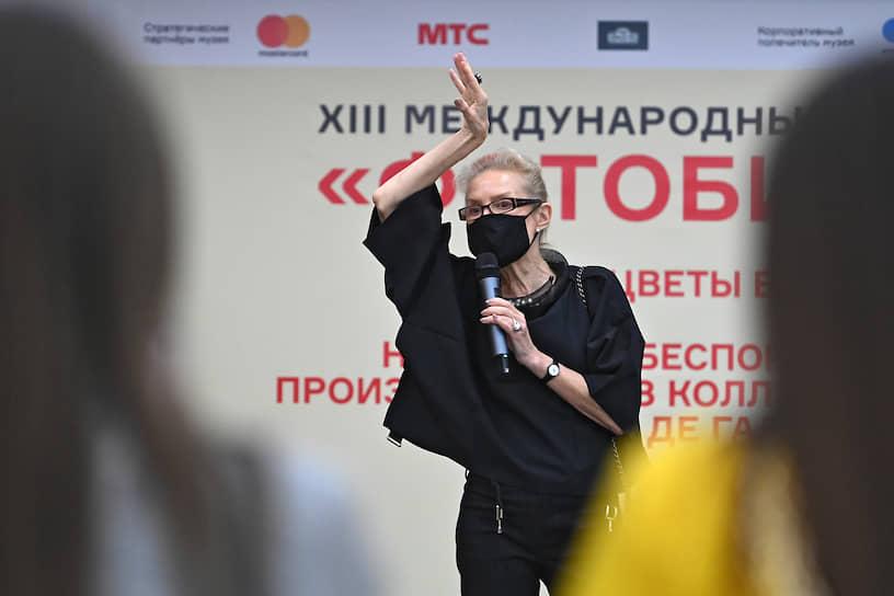 Москва. Директор Мультимедиа Арт Музея Ольга Свиблова во время показа выставки Фотобиеннале-2020