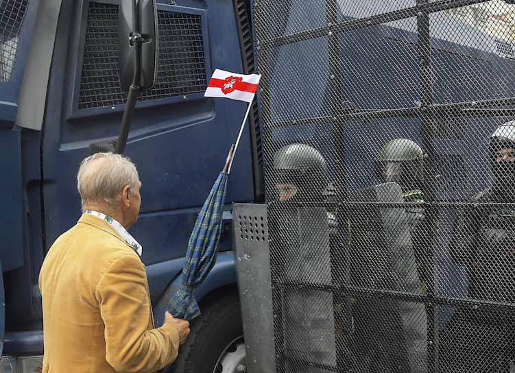 Минск. Участник акции протеста «Марш единства»