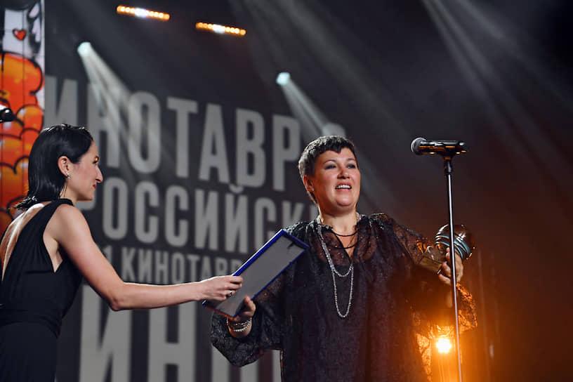 Член жюри кинофестиваля, режиссер Нигина Сайфуллаева (слева) и продюсер Наталья Мокрицкая