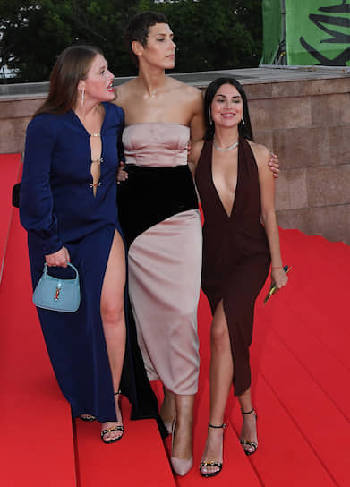 Слева направо: актрисы Варвара Шмыкова, Ирина Горбачева и Ирина Носова