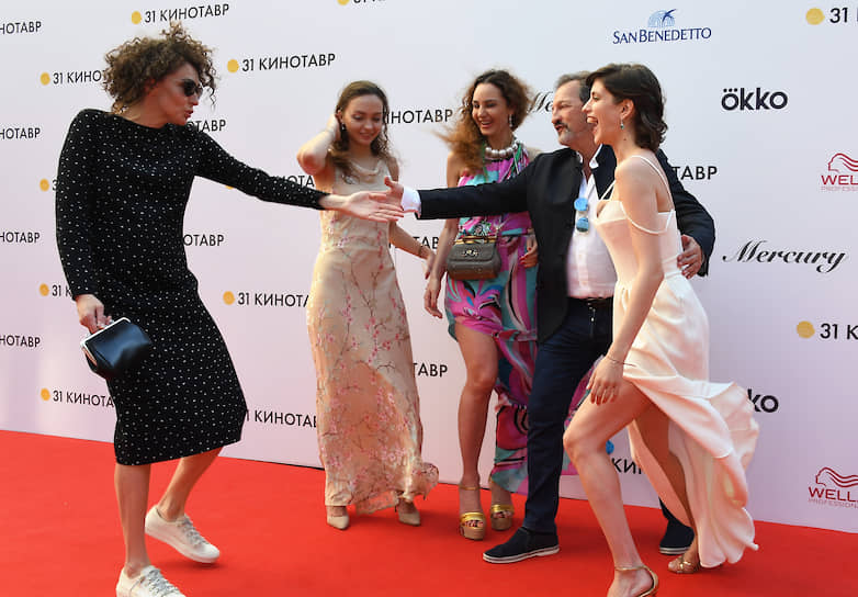 Актрисы Ксения Раппопорт (слева) и Анна Чиповская (справа)