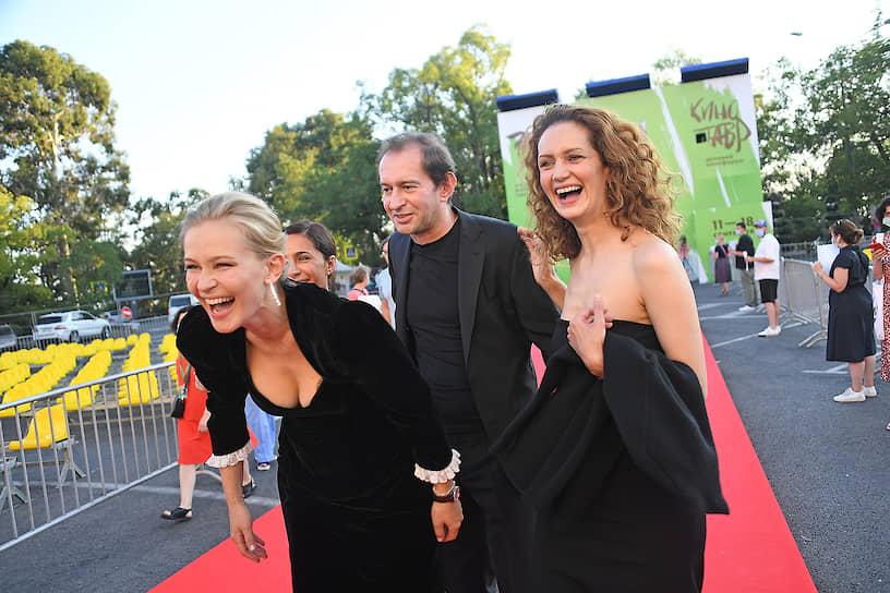 Слева направо: актеры Юлия Пересильд, Константин Хабенский и Виктория Исакова
