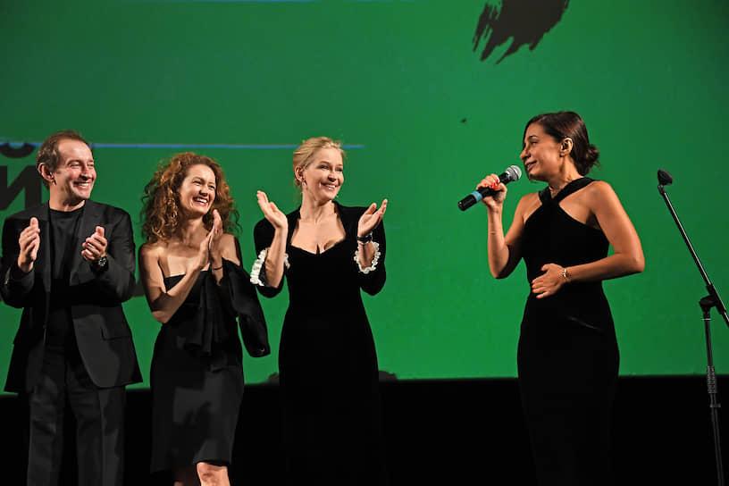 Слева направо: актеры Константин Хабенский, Виктория Исакова, Юлия Пересильд и режиссер Анна Меликян