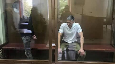 Суд подожгли, чтобы уничтожить дело  / Злоумышленники получили по четыре года, заказчик акции объявлен в розыск