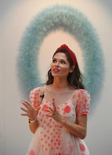 Владелица Askeri Gallery Полина Аскери на церемонии открытия ярмарки современного искусства Cosmoscow