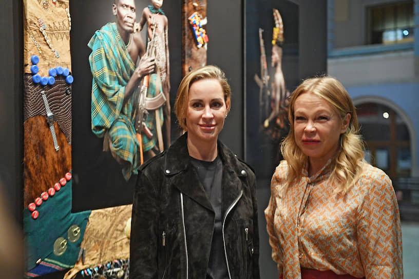 Директор Cosmoscow Маргарита Пушкина (справа) на церемонии открытия ярмарки в Гостином дворе