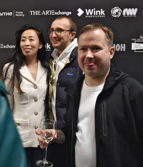 PR-директор газеты The Art Newspaper Russia Динара Шарлапаева перед началом закрытого показа фильма режиссера Абеля Феррары «Сибирь»