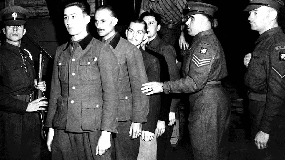Среди подсудимых на первом в послевоенной Германии судебном процессе по делу нацистских преступников были и те, кто носил форму СС, и те, кто носил концлагерную робу