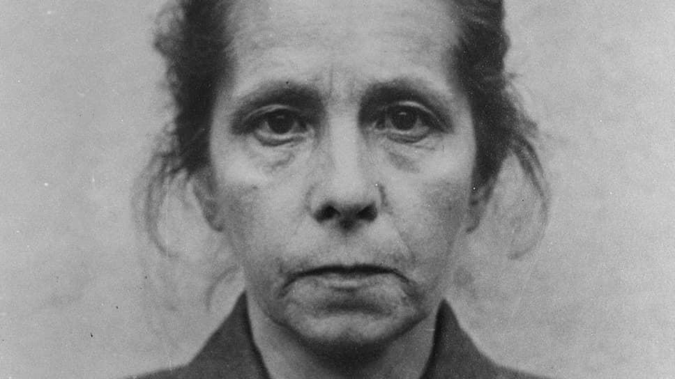 Для Иоганны Борман поступление во вспомогательные части СС выразилось в мощной прибавке к зарплате. В концлагере Лихтенбург ей платили 150–190 марок в месяц. До этого она работала санитаркой в психиатрической больнице за 15–20 марок в месяц