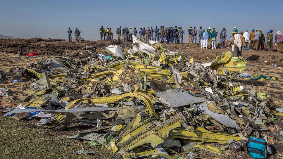 Место крушения самолета Boeing 737 MAX 8 авиакомпании Ethiopian Airlines недалеко от Бишофту (Эфиопия)