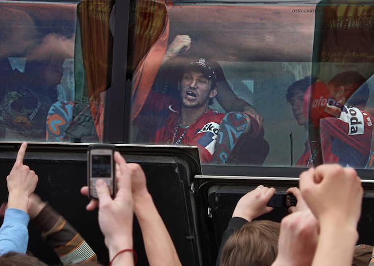 Из 13 чемпионатов мира, в которых участвовал Овечкин, сборная России трижды выигрывала золото, два раза серебро и четыре — бронзу<br> На фото: чемпионат мира 2008 года в Канаде, где россияне победили в финале хозяев турнира со счетом 5:4 в овертайме