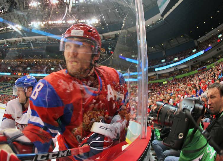 На чемпионате мира в Германии в том же 2010 году сборная Россия заняла второе место. Александр Овечкин стал пятым в списке лучших бомбардиров турнира