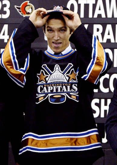 Летом 2004 года Овечкин был выбран на драфте клубом НХЛ «Вашингтон Кэпиталз» под первым номером (ранее такое удалось только Илье Ковальчуку в 2001 году). Александр выбрал игровой номер 8 — под этим номером его мать дважды побеждала на Олимпиадах
