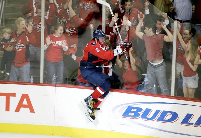 В первом матче за «Вашингтон» в октябре 2005 года Овечкин сделал дубль и принес команде победу. По итогам дебютного сезона в НХЛ россиянин получил приз как лучший новичок лиги