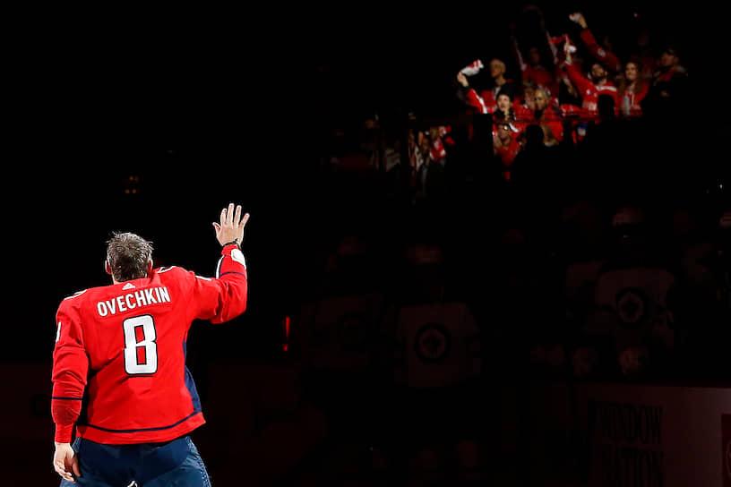 Александр Овечкин девять раз становился лучшим снайпером регулярного чемпионата НХЛ. Он является лучшим снайпером (730 шайб) и бомбардиром по системе «гол плюс пас» (1320) в истории «Вашингтона». НХЛ включила россиянина в список 100 величайших игроков лиги за всю историю