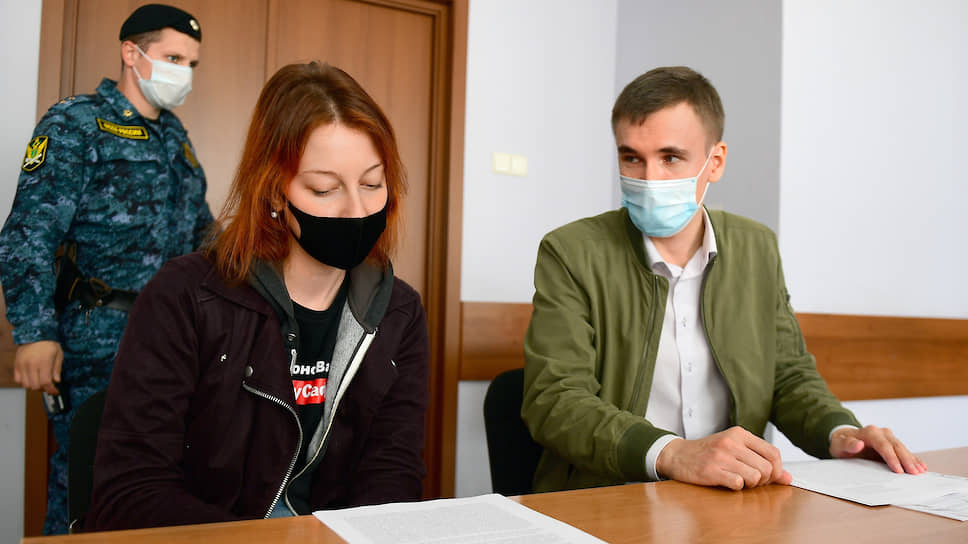 """Как корреспондента """"Ъ"""" оштрафовали за футболку в поддержку Ивана Сафронова"""