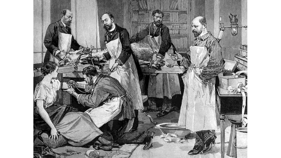 Крестьяне пытались лечить туберкулез влезанием в тушу коровы, ученые во Франции в 1891 году — переливанием крови от козы (на гравюре)